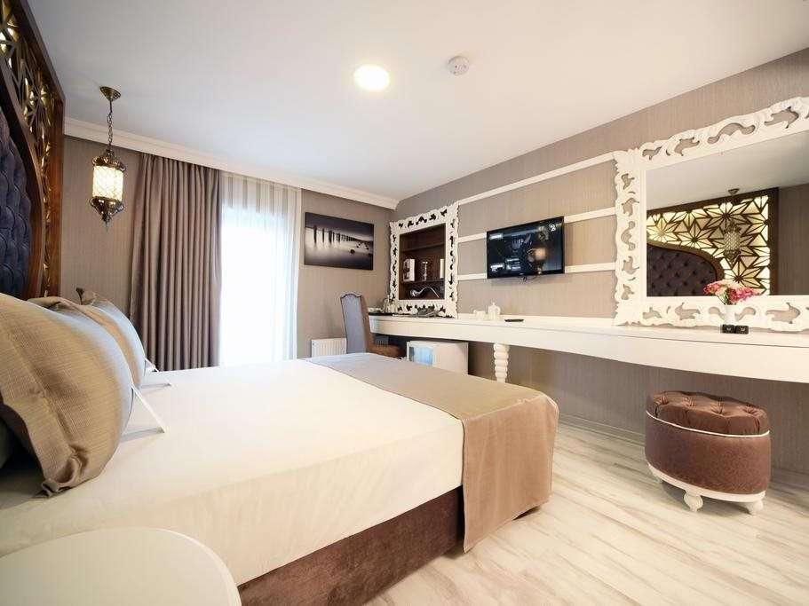 Demonti Hotel